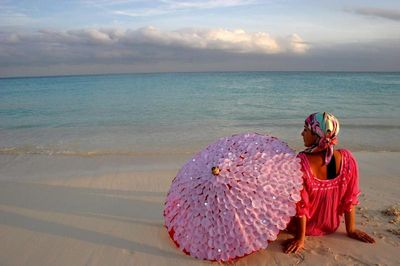 Watermelon-umbrella-pink-beach-arosyoutlook