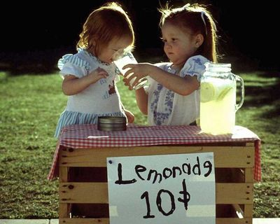 Yellow-lemonade-stand-girls-arosyoutlook