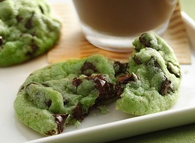 Mint-chocolate-chip-cookies-arosyoutlook