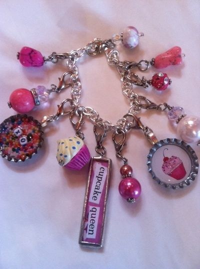 Cupcake-jewelry-necklace-bracelet-queen-arosyoutlook